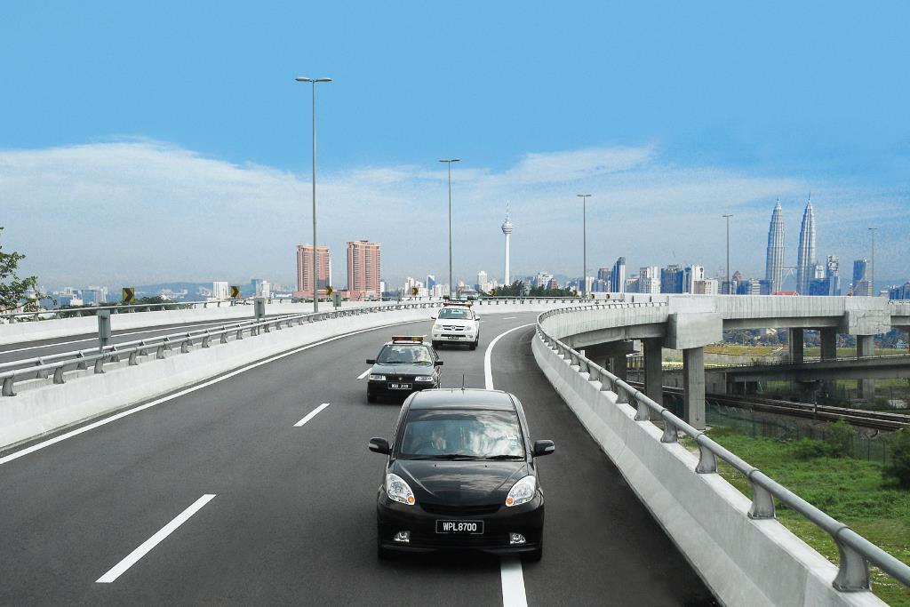 Highway_KL-skyline